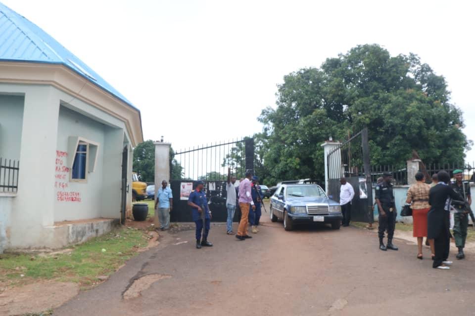 Anambra State Govt Secures Anambra Property In Enugu