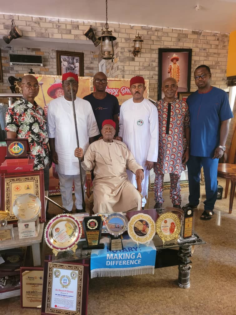 Anambra PDP Primary: Nigeria's Oldest Monarch Blesses Maduka