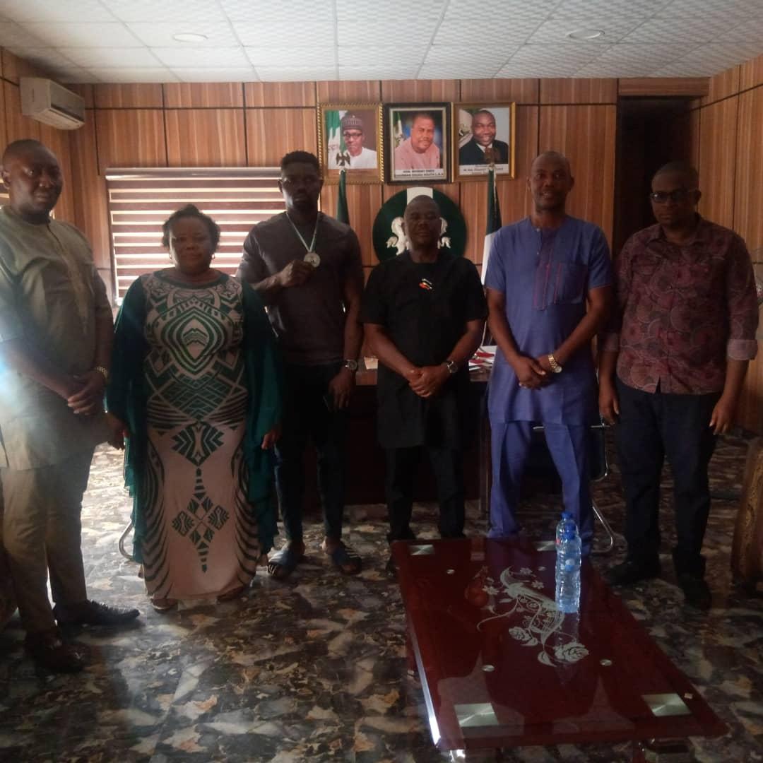 Enugu South Hails Mazi Okoronkwo, As Abayomi Presents His Won Silver Medal