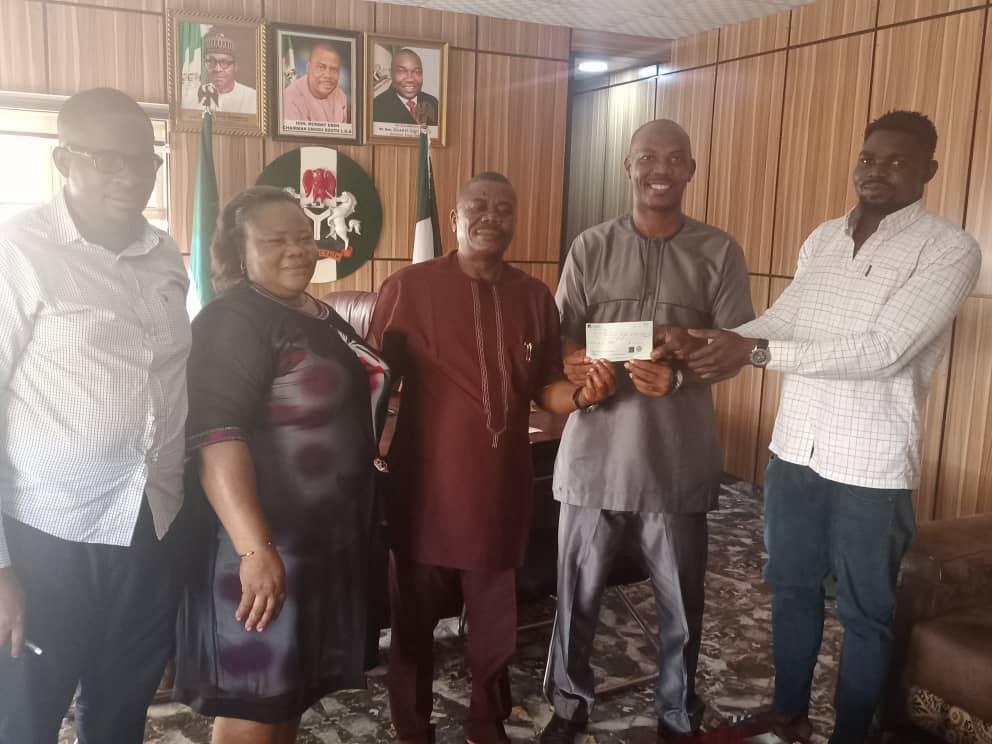 Enugu south LGA Gives Cash Award To Sports Festival Silver Medalist, Samuel Abayomi