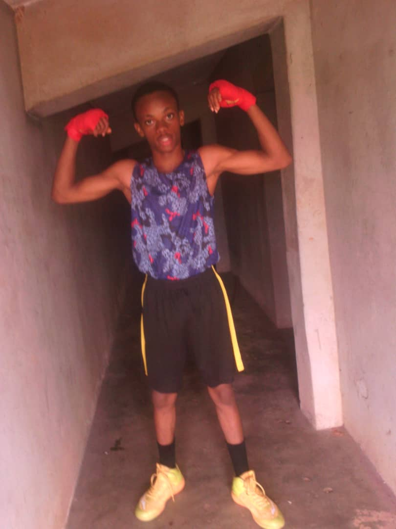 Son of the ex international boxer, defeats all contestants to become the new youth boxing champion